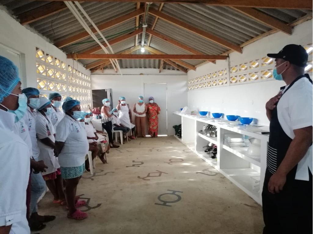 44 jóvenes Wayuu, continúan capacitándose en proceso de formación de cocina.